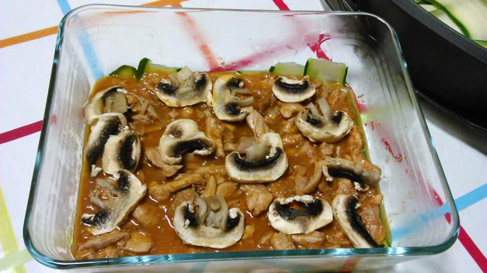 Lasaña de pollo y espinacas con bechamel de calabacin