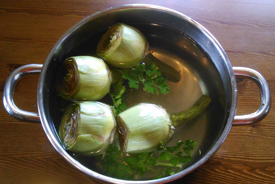 Menestra de verduras con alcachofas y espinacas rebozadas