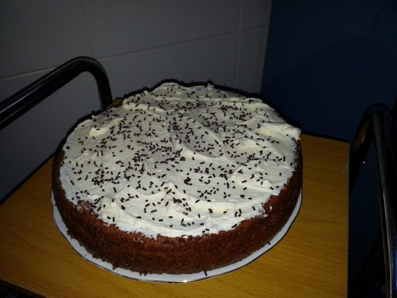 Pastel de zanahoria con cobertura de chocolate blanco y - Postres con queso de untar ...