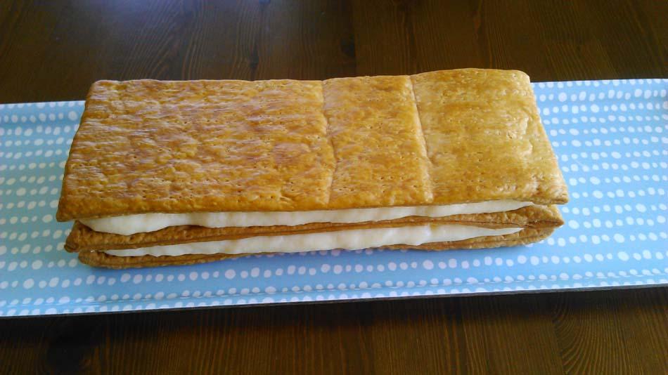 Milhojas de hojaldre con crema pastelera y toffee